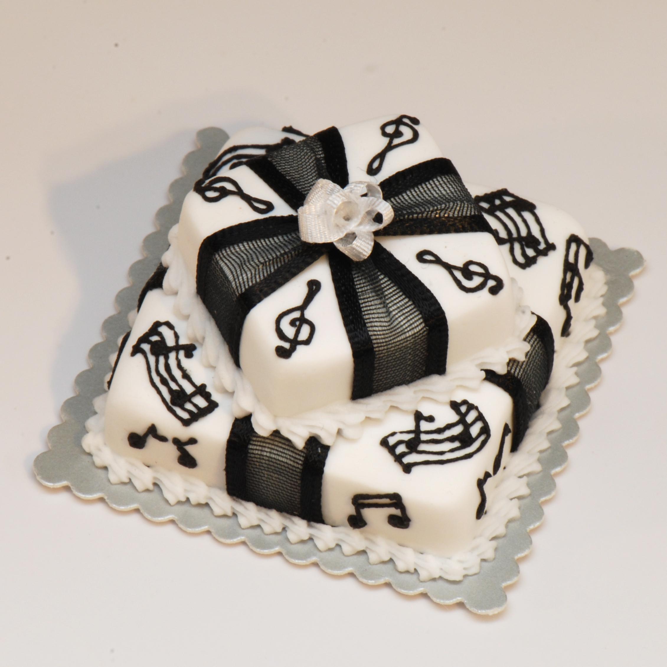 Music Notes Cake Decorating